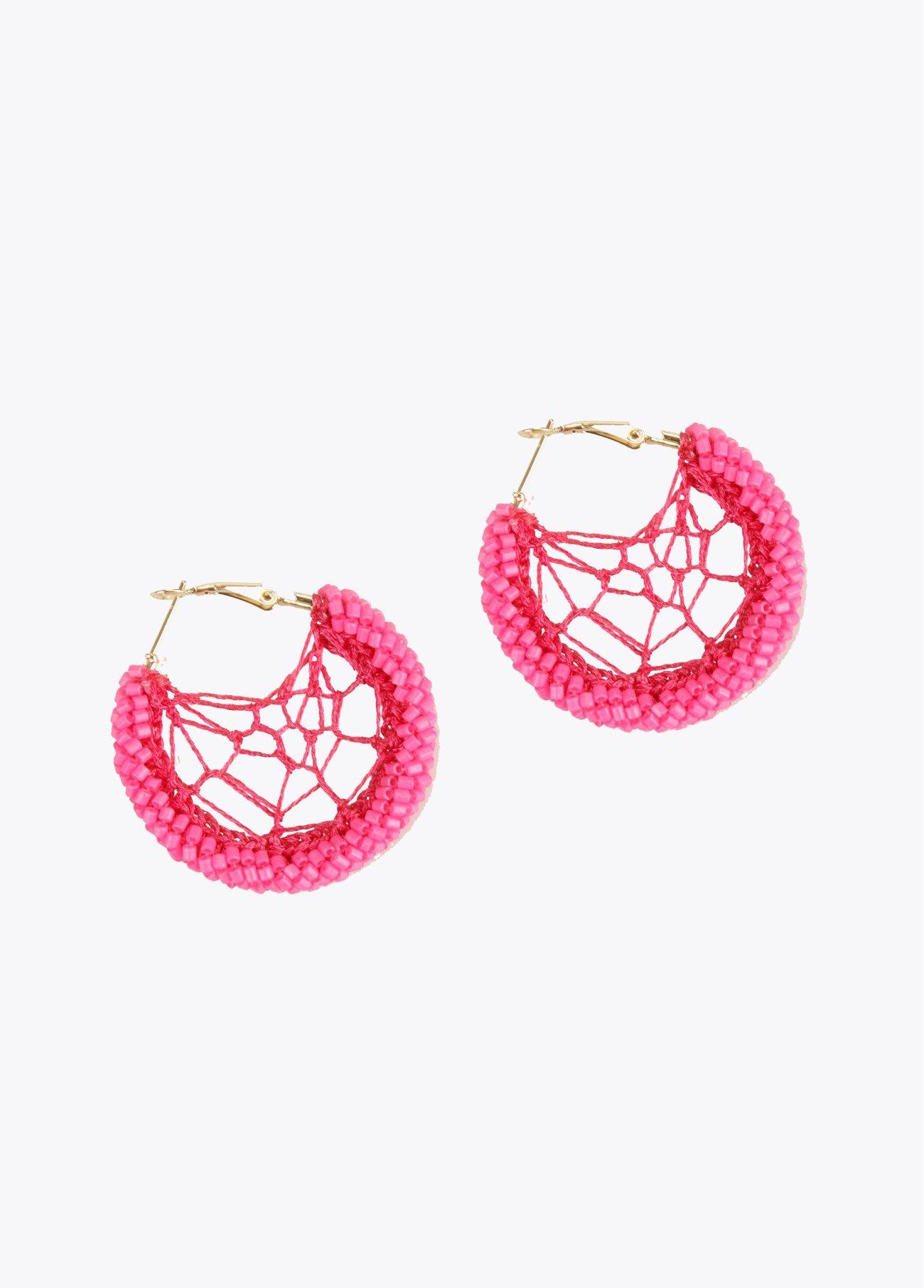 Pendientes aro granitos crochet, rojo, fucsia 2